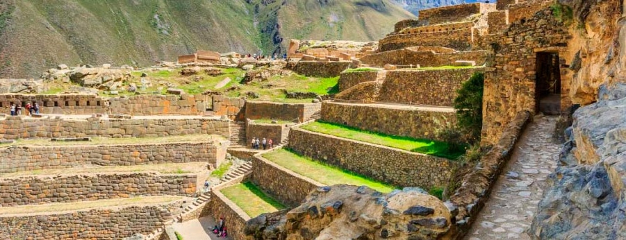 Reaching Machu Picchu from Ollantaytambo in the Sacred Valley of the Incas. RipioTurismo DMC for South America