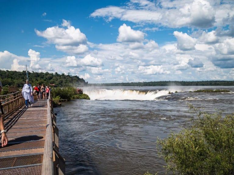 Trail to the Devil´s Throat in Iguazu Falls